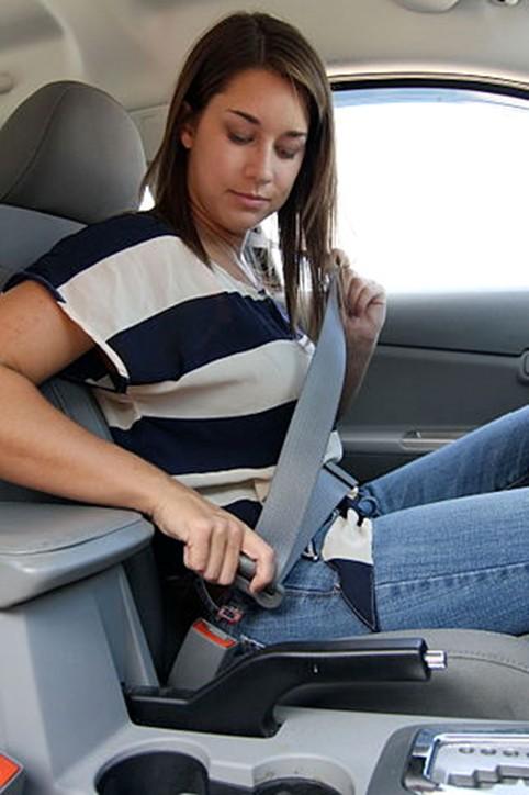 Seat belt atau sabuk pengaman pada mobil
